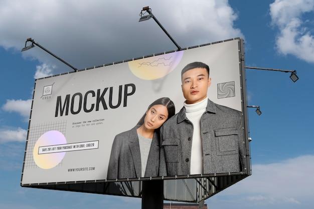 Werbemodell mit mann- und frauenfoto