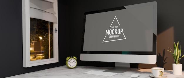 Wohnungsarbeitsplatz mit computer-desktop-modell auf marmortisch in der nähe des fensters nachtparkblick