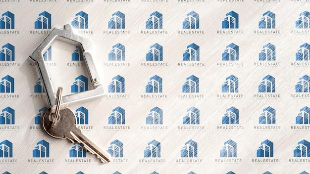 Wohnungsschlüssel auf weißem immobilienhintergrund