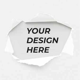 Zerrissenes papiermodelldesign an einer wand