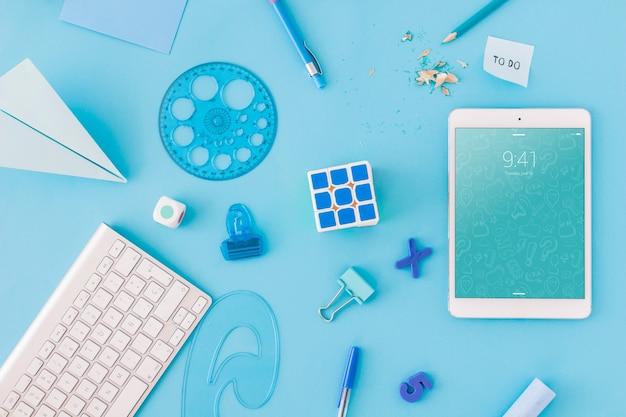 Zurück zu schule-modell mit tablet