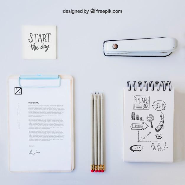 Zusammensetzung der weißen büro schreibtisch