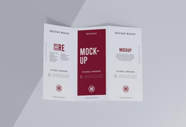 Zusammensetzung des broschürenmodells isoliert auf weiß