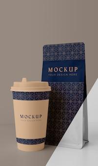 Zusammensetzung des coffeeshop-tassenmodells