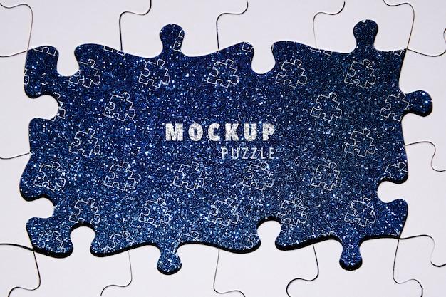 Zusammenstellung mit puzzlespielstücken auf funkelnhintergrund