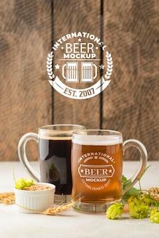 Zwei modell bier pints mit gerste