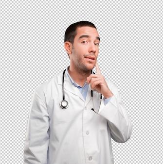 Zweifelhafter junger doktor, der sich wundert