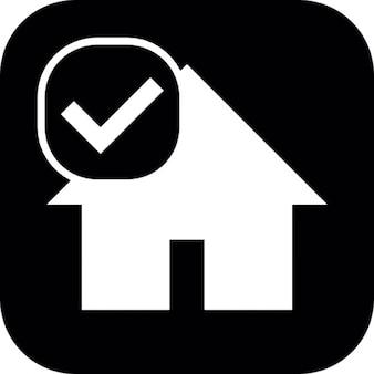 Casa su sfondo quadrato con segno di spunta