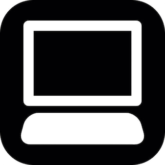Desktop computer op zwarte vierkante achtergrond