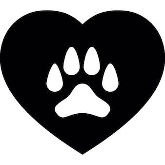 Hond poot op een hart