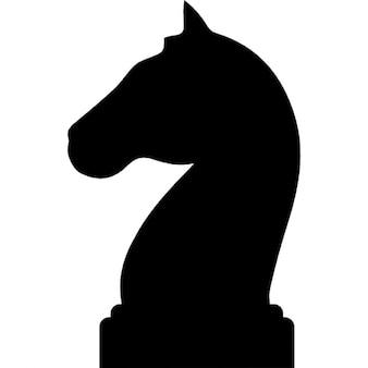 Paard zwarte vorm van de kop van een schaakstuk