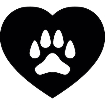 Pata do cão em um coração