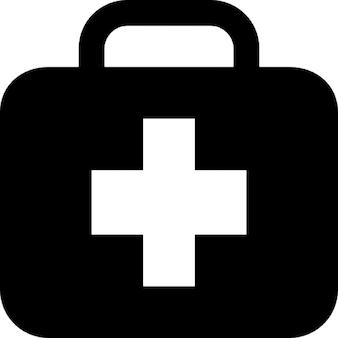 Trousse de premiers soins dans une mallette