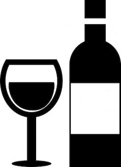 Copa de vino y una botella de vidrio