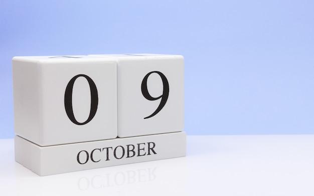 09 octobre. jour 9 du mois, calendrier quotidien sur tableau blanc
