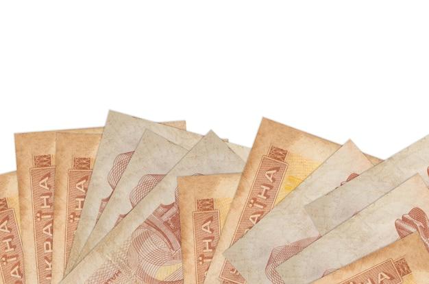 1 factures de coupon ukrainien se trouve sur le côté inférieur de l'écran isolé sur un mur blanc avec copie espace.