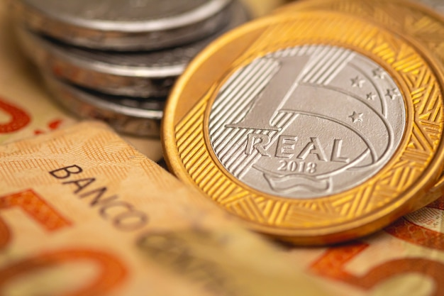 1 véritable monnaie brésilienne en macrophotographie pour le concept de la finance et de l'économie brésiliennes