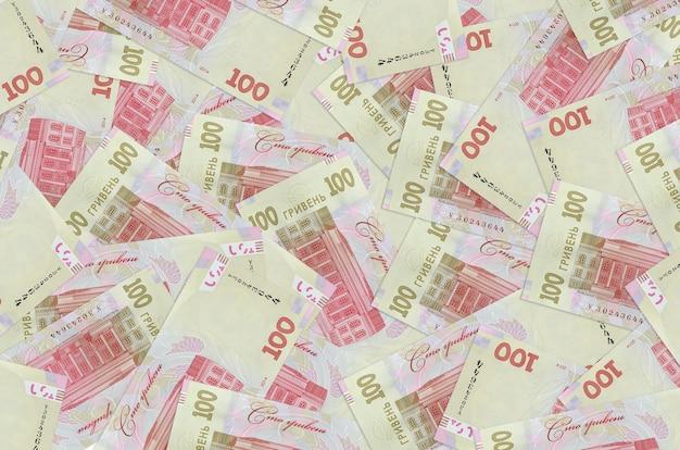 100 factures de hryvnias ukrainiennes se trouvent dans une grande pile. une grosse somme d'argent