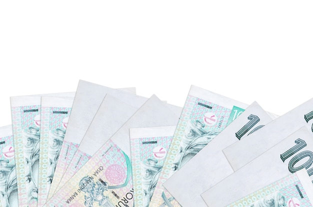 100 factures de korun tchèque se trouve sur la face inférieure de l'écran isolé sur un mur blanc avec copie espace.