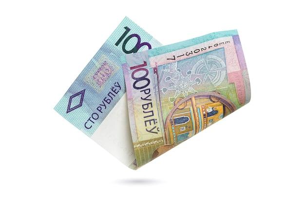 100 roubles biélorusses isolés. papier-monnaie république de biélorussie.