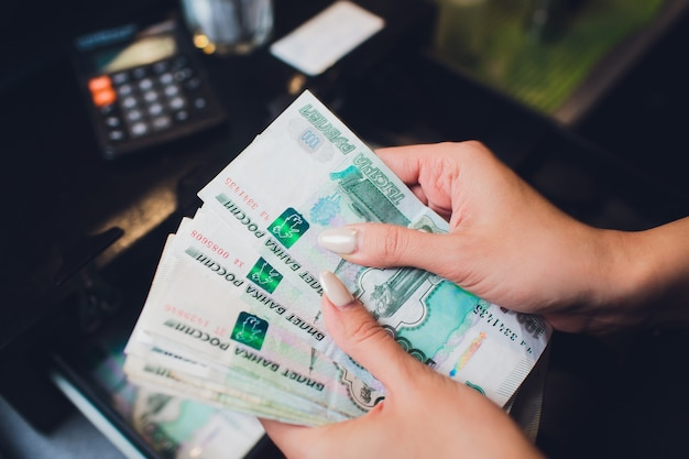 1000 roubles russes en espèces. remboursement à crédit. calculatrice