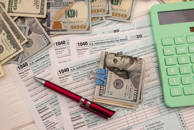 1040 forme individuelle, avec nous de l'argent. concept de temps d'impôt. comptable