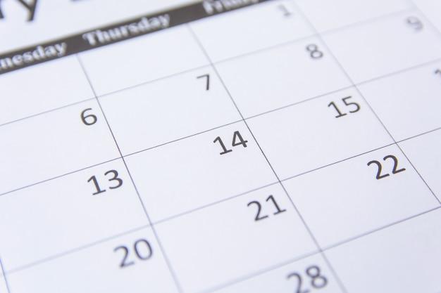 14 chiffres sur la page de calendrier bouchent de fond