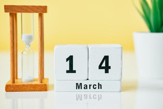 14 quatorzième jour de mars sur le calendrier avec sablier