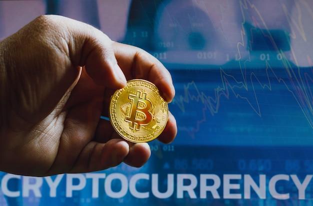 15 septembre 2021, brésil. dans cette photo, illustration d'un bitcoin vu dans la main d'un homme.