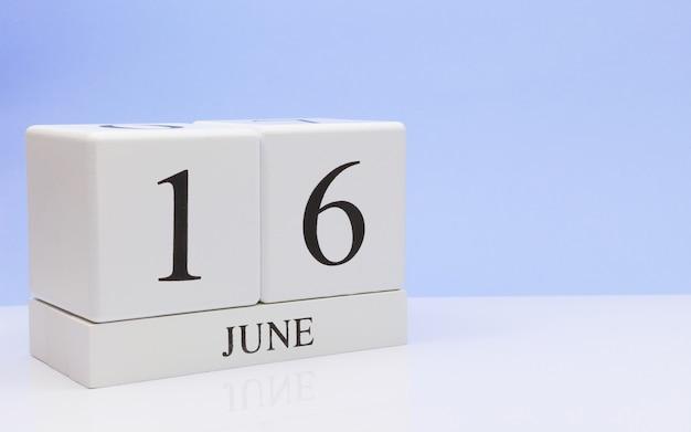 16 juin. jour 16 du mois, calendrier quotidien sur tableau blanc