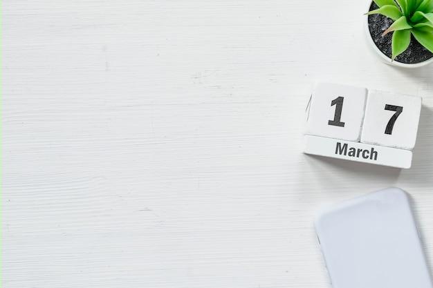 17 dix-septième jour de mars sur le calendrier avec copie espace.