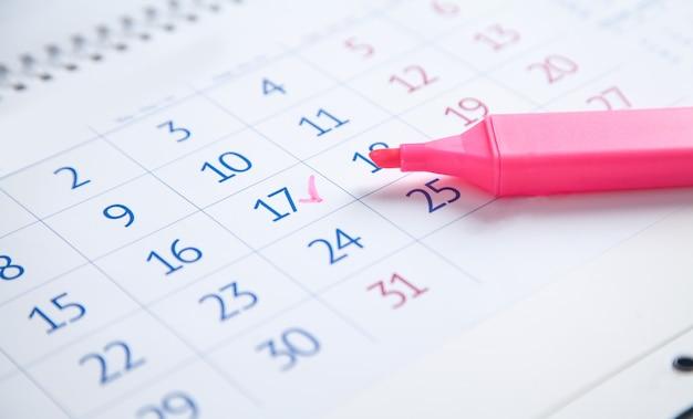 17 du mois. calendrier avec un marqueur