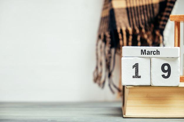 19 dix-neuvième jour de mars sur le calendrier avec copie espace.
