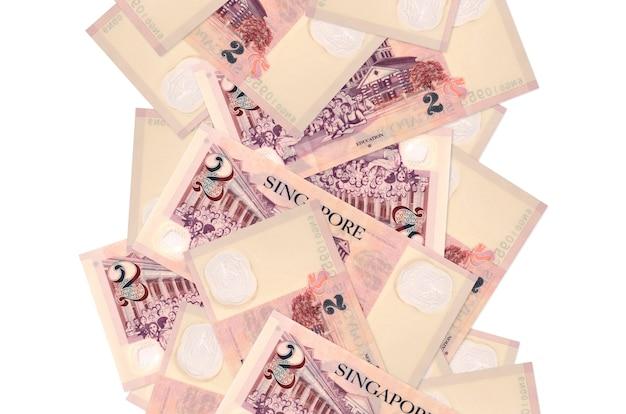2 billets de dollars singapouriens volant vers le bas isolés. de nombreux billets tombant avec espace copie blanche sur le côté gauche et droit