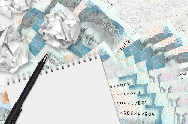 2 billets de pesos colombiens et boules de papier froissé avec blanc
