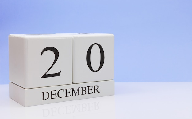 20 décembre jour 20 du mois, calendrier quotidien sur tableau blanc.