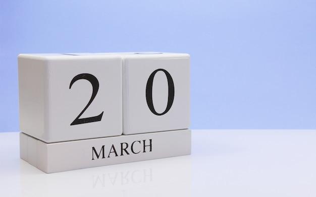 20 mars. jour 20 du mois, calendrier quotidien sur tableau blanc.