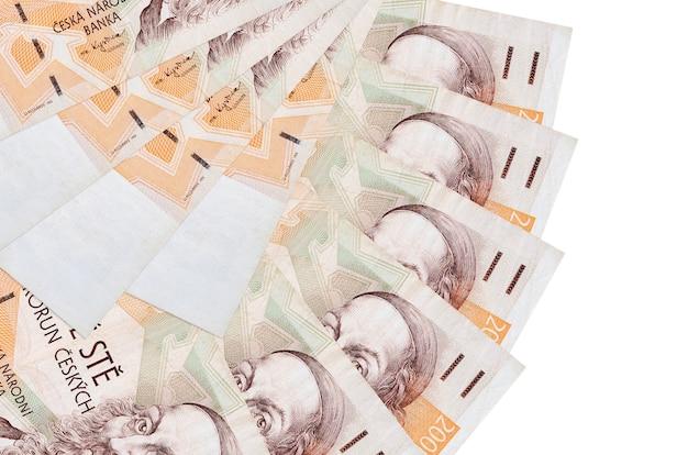 200 factures de couronnes tchèques se trouve isolé sur blanc