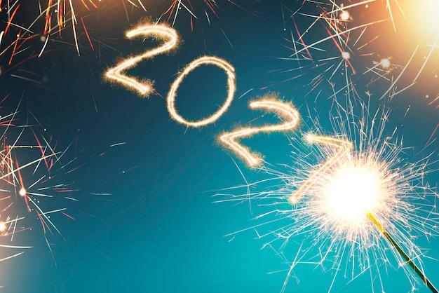 2021 écrit étincelle avec un brillant. bonne année 2021