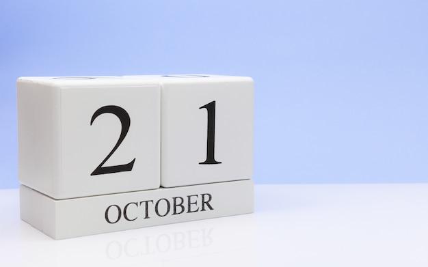 21 octobre. jour 21 du mois, calendrier quotidien sur tableau blanc