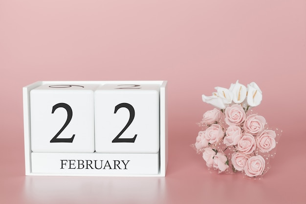 22 février. jour 22 du mois. cube de calendrier sur fond rose moderne, concept de commerce et événement important.
