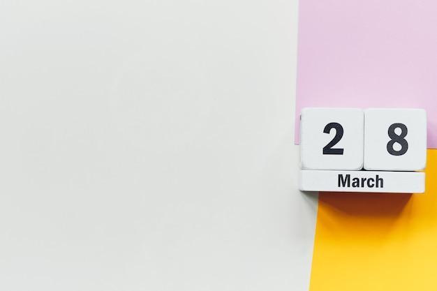 28 vingt-huitième jour de mars sur le calendrier avec copie espace.