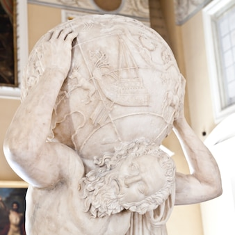 2e siècle après jc copie de la statue d'atlante farnèse