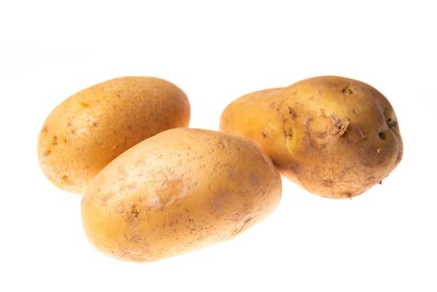 3 pommes de terre isolées