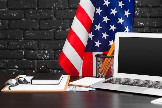 4 juillet, fête de l'indépendance américaine, drapeaux, décorations, dans, bureau, à, ordinateur
