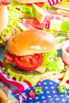 4 juillet, jour du souvenir, concept de la fête de l'indépendance des états-unis. cuisine traditionnelle américaine patriotique