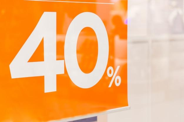 40% de réduction sur la promotion. vente unique d'orange, réduction du pourcentage de promotion de bannière. signe de prix offre de vente.