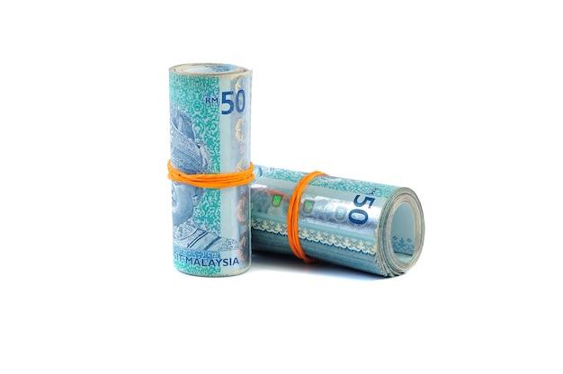 50 billets de ringgit malais attachés avec un élastique