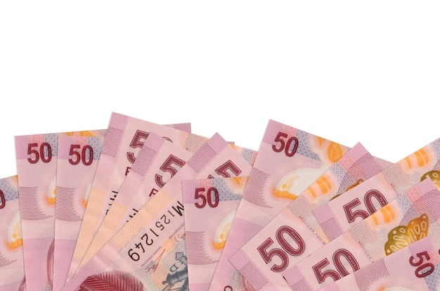 50 factures de pesos mexicains se trouve sur la face inférieure de l'écran isolé sur un mur blanc avec copie espace.