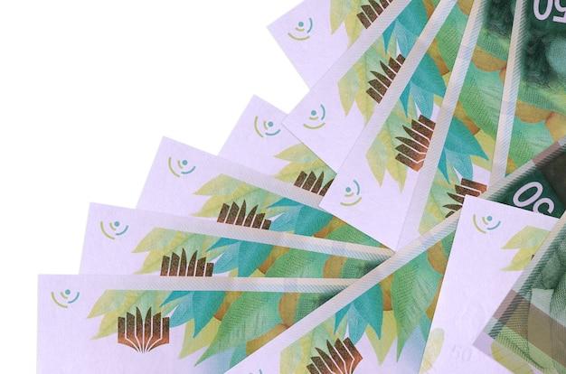 50 nouveaux billets de shekels israéliens se trouvent dans un ordre différent isolé sur blanc. banque locale ou concept de fabrication d'argent. bannière murale entreprise